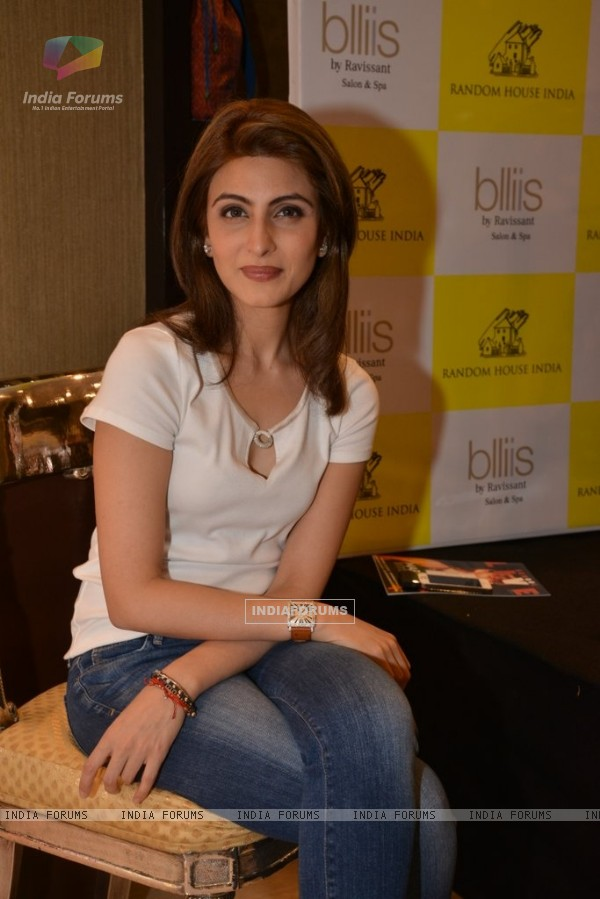 Riddhima Kapoor poses for the media at Dr. Jayshree Sharad's Book Launch