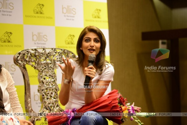 Riddhima Kapoor addresses the audience at Dr. Jayshree Sharad's Book Launch