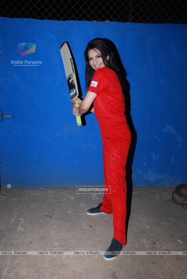 Divyanka Tripathi poses at the Shoot for the New Season of Box Cricket League