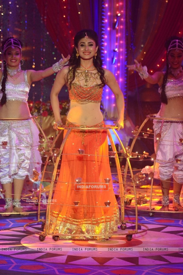Mouni Roy performing on Dilwalon Ki Diwali