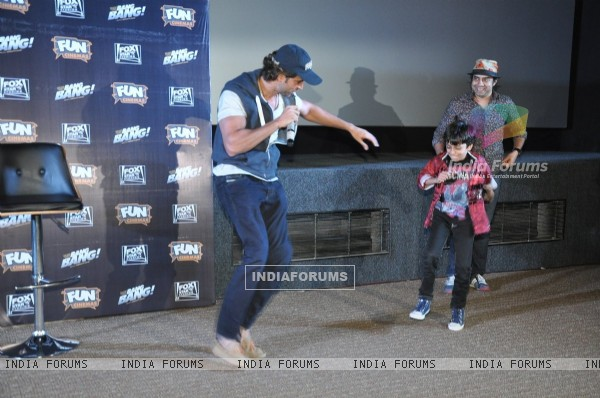 Hrithik Roshan shakes a leg with a young fan at the Special Screening of Bang Bang