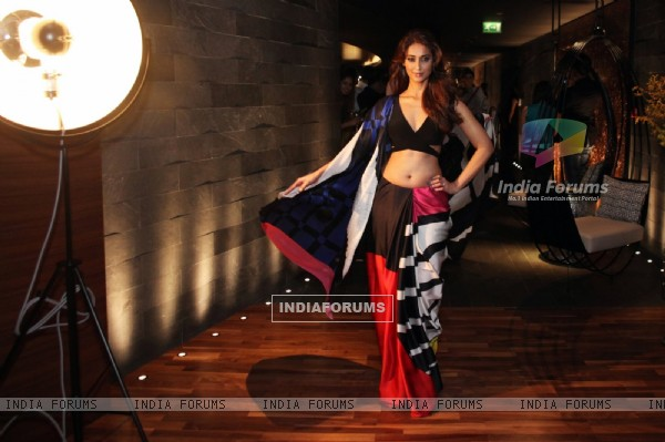 Ileana D'Cruz poses for the media at Satya Paul Show in Dubai