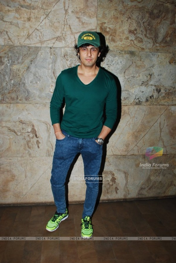 Sonu Niigam poses for the media at the Special Screening of Fury