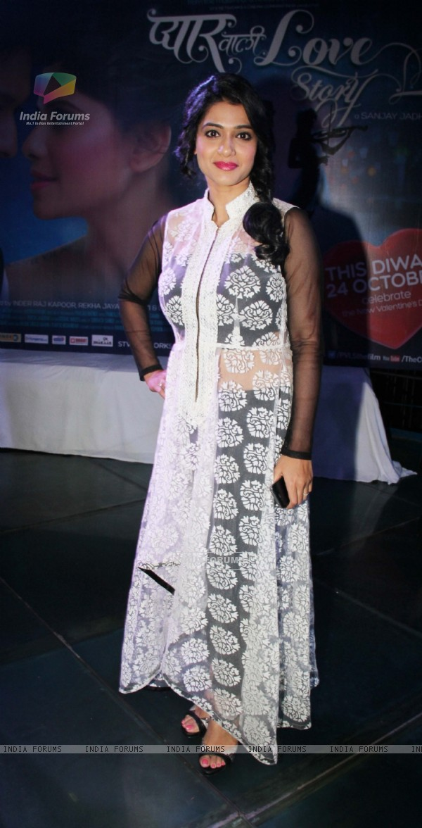 Urmila Kanitkar poses for the media at the Pyaar Vali Love Story Look Launch