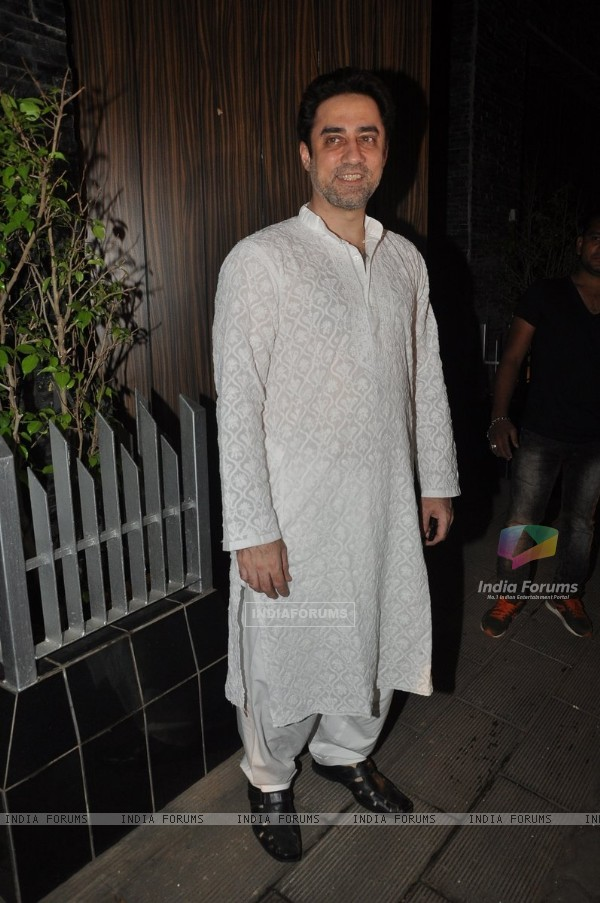 Faisal Khan poses for the media at Aamir Khan's Diwali Bash