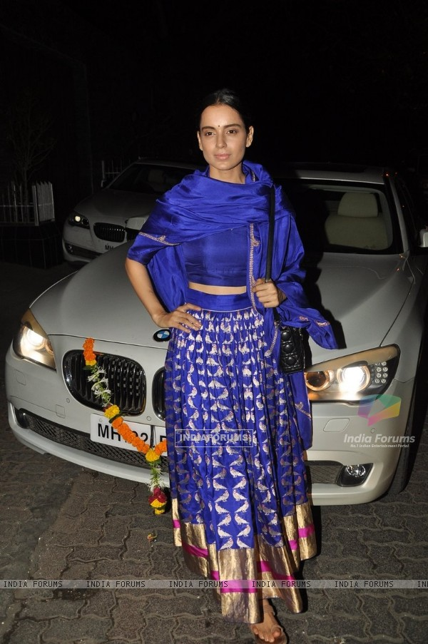 Kangana Ranaut poses for the media at Aamir Khan's Diwali Bash