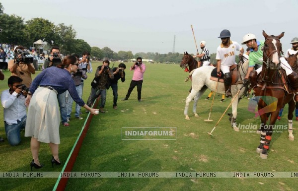 Kareena Kapoor starts the Polo Match at the Bhopal Pataudi Polo Cup 2014