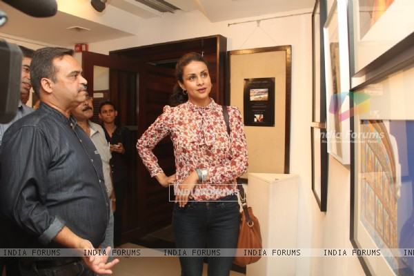 Gul Panag checks out various designs at Melted Core Photo Exhibition