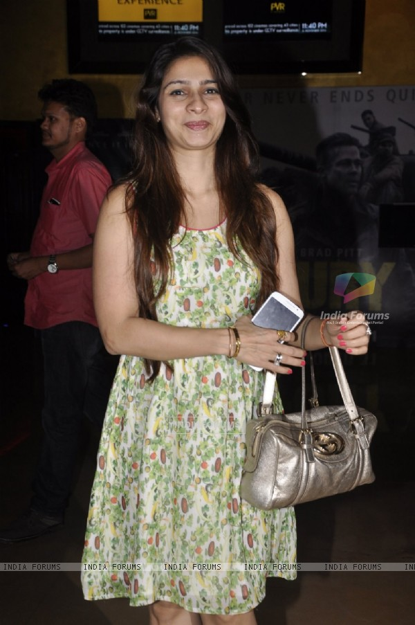 Tanishaa Mukerji poses for the media at the Premier of the Film Interstellar