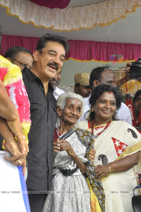 Kamal Haasan poses with a fan at the Launch of Lake Cleaning Movement