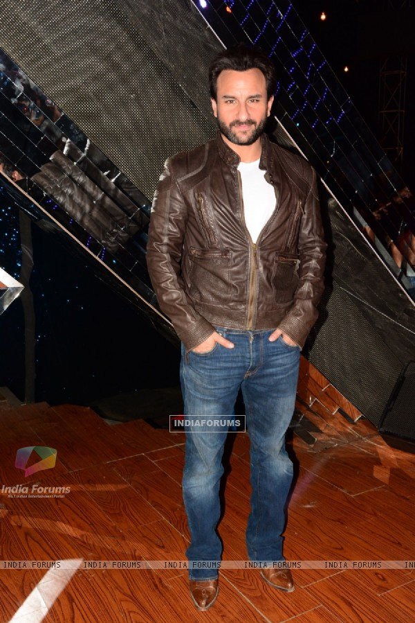Saif Ali Khan pose for the media at the Promotions of Happy Ending on India's Raw Star