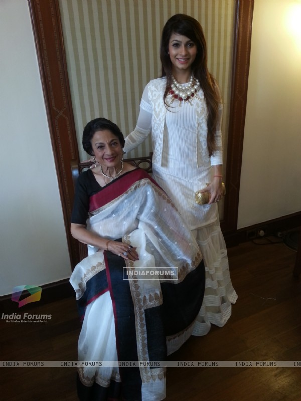 Tanishaa Mukerji with Tanuja at the Kolkatta Film Festival