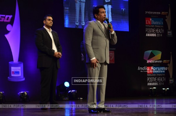 Shekhar Suman addressing the audience at Positive Health Awards