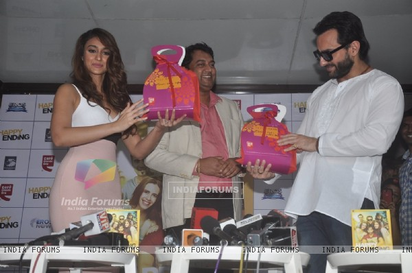 Saif Ali Khan and Ileana D'Cruz receive Gift Hampers at the Promotions of Happy Ending at CCD