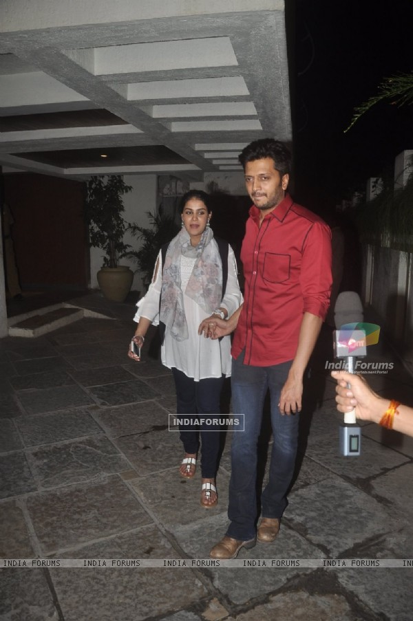 Riteish Deshmukh and Genelia pose for the media at Sonali Bendre's Marriage Anniversary