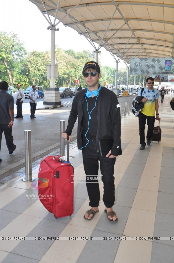 Vatsal Sheth was snapped at airport while leaving for Arpita Khan's Wedding
