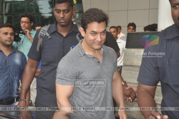 Aamir Khan was snapped at airport while returning from Arpita Khan's Wedding