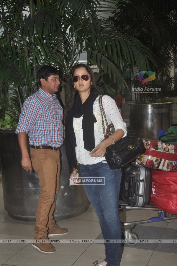 Sania Mirza was snapped at airport while returning from Arpita Khan's Wedding