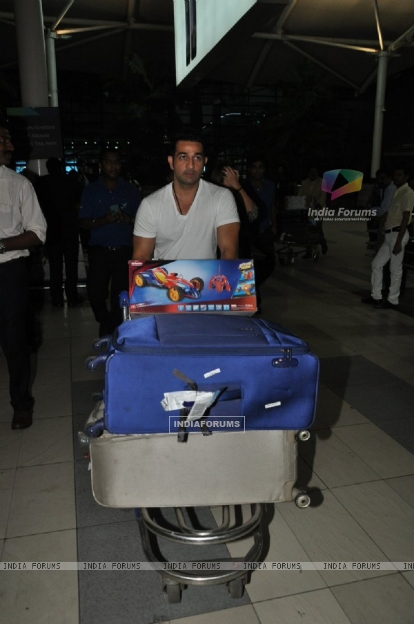 Shakeel Ladak was snapped at airport while returning from Arpita Khan's Wedding