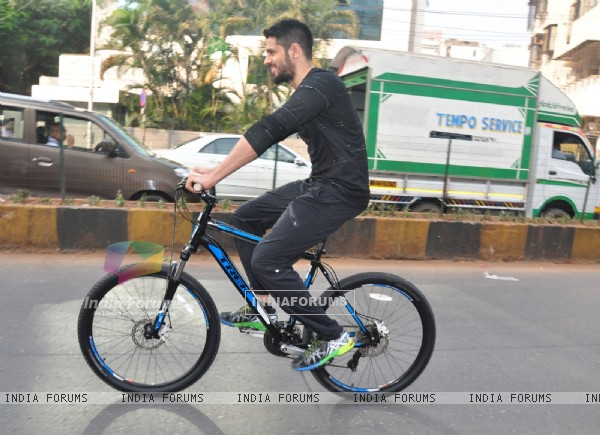 Sidharth Malhotra Cycles at Equal Street