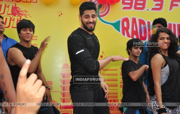 Sidharth Malhotra performs with his fans at the Radio Mirchi event at Equal Street