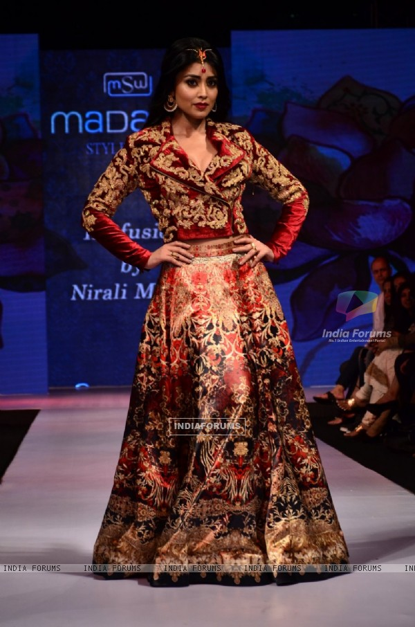 Shreya Saran walks the ramp at the Madame Style Week