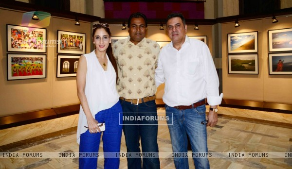 Shantanu Das poses with Farah Khan Ali and Boman Irani