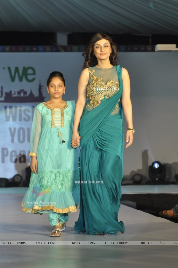 Ragini Khanna walks the ramp with a small girl at Wellingkar's 26/11 Tribute