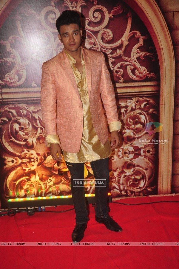 Aniruddh Dave poses for the media at Zee Rishtey Awards