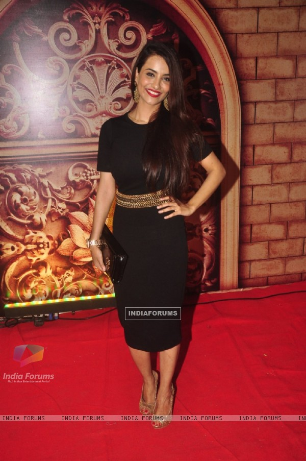 Tia Bajpai poses for the media at Zee Rishtey Awards
