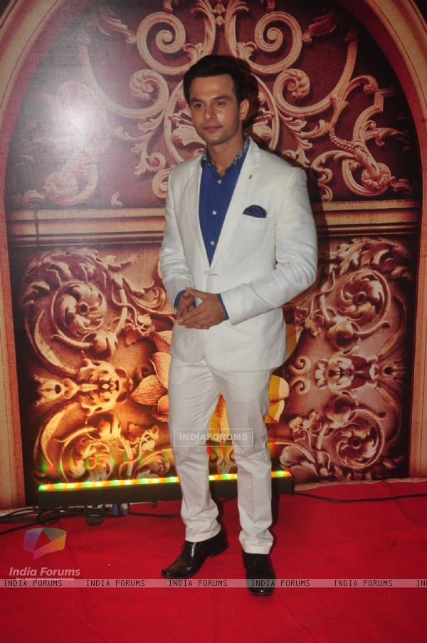 Ravish Desai poses for the media at Zee Rishtey Awards