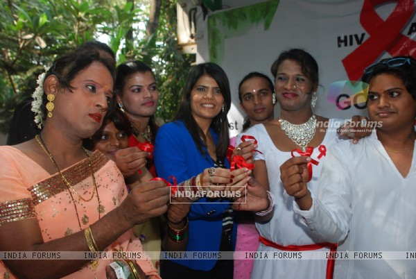 Dr. Sunita Dube poses with Eunuchs at Medscape India AIDS Awareness Event