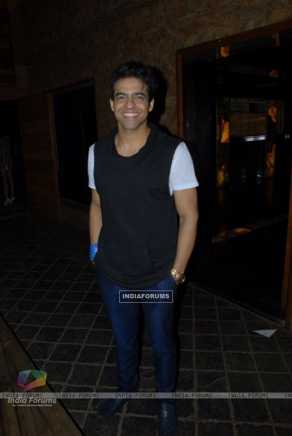 Himanshu Malhotra poses for the media at Vahbbiz Dorabjee Dsena's Birthday Bash