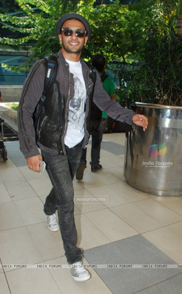 Ranveer Singh poses for the mdia at Airport