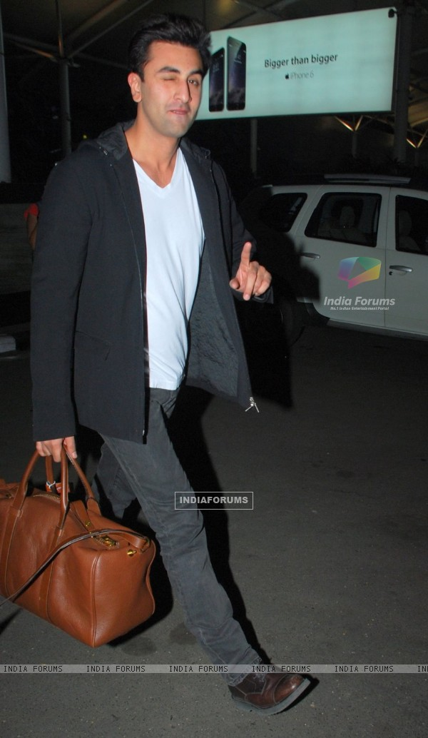 Ranbir Kapoor poses for the media at Airport