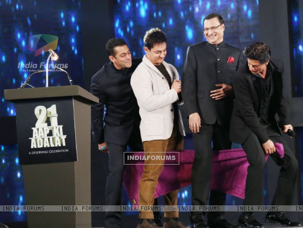 The Khans in a gig with Rajat Sharma as India TV's Iconic Show Aap Ki Adalat Completes 21 Years