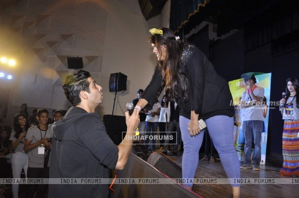 Zayed Khan greets a fan at a Promotional event of Sharafat Gayi Tel Lene