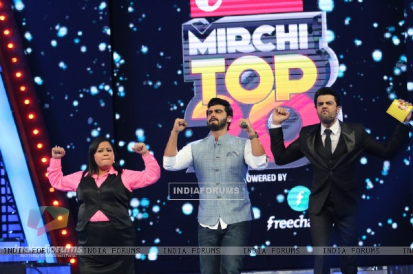 Arjun Kapoor & Bharti Singh perform at Vodafone Music Mirchi Top 20