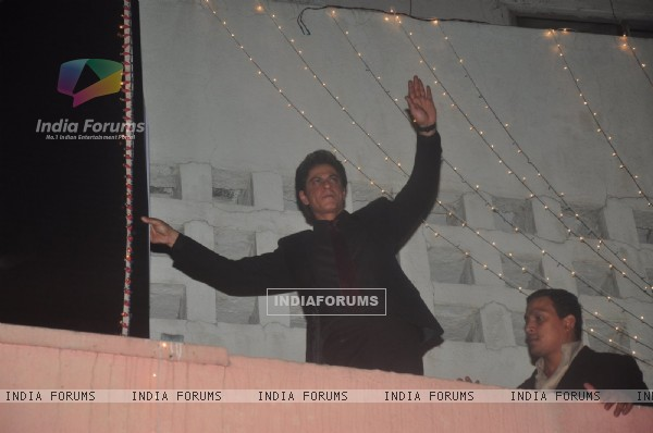 Shah Rukh Khan climbs the wall at Maratha Mandir and waves to his fans during the Celebration