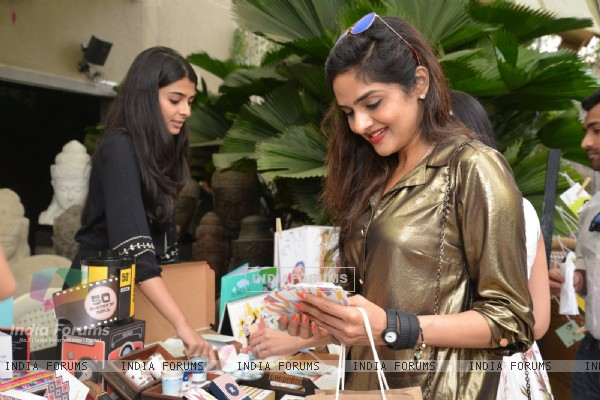 Madhoo was snapped at Shaan Khanna's Spicysangria Exhibition