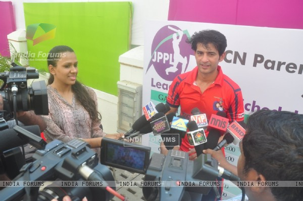Hiten Tejwani gives media bytes at JBCN School Premiere Legaue
