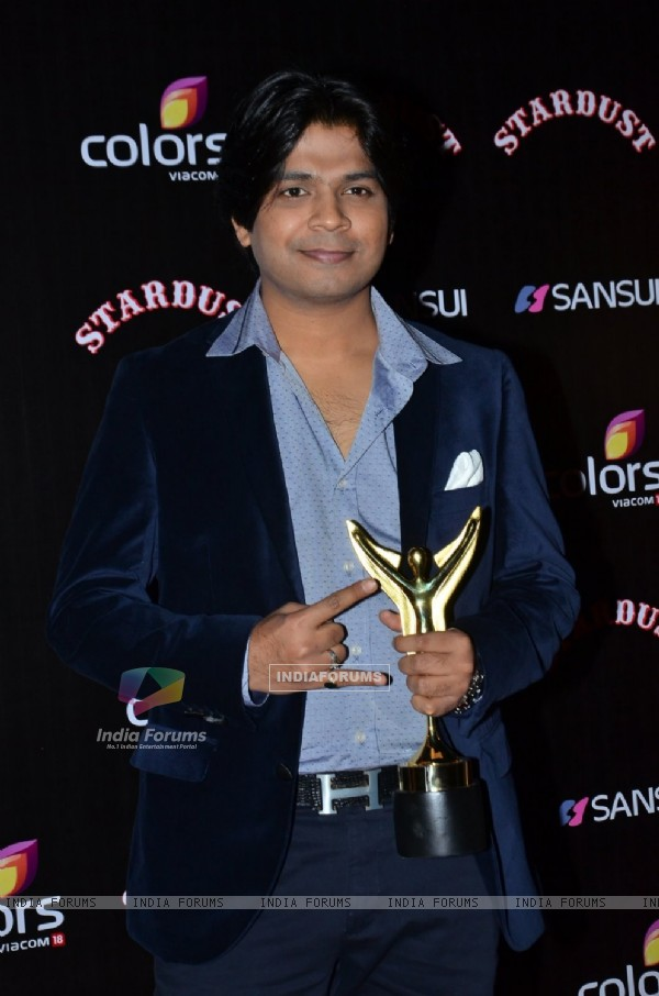 Ankit Tiwari poses for the media at Sansui Stardust Awards Red Carpet