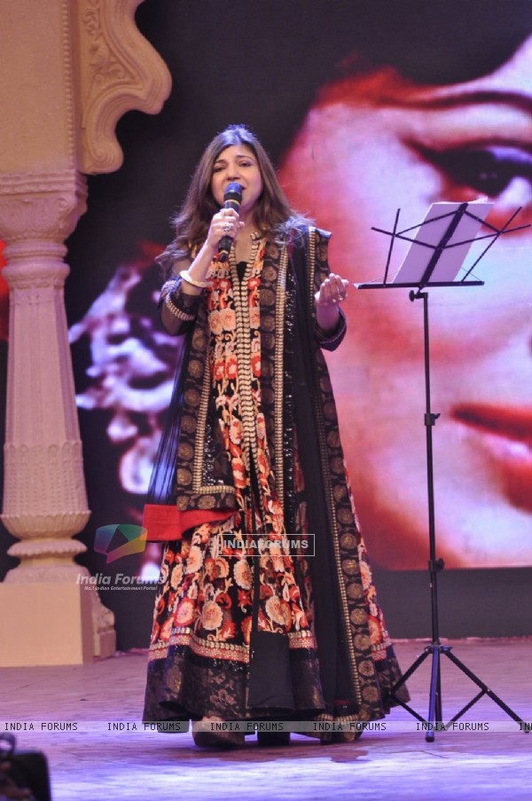 Alka Yagnik performs at NDTV Cleanathon Hosted by Amitabh Bachchan
