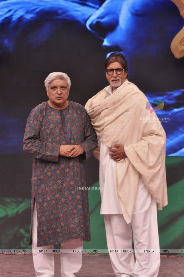 Javed Akhtar poses with Amitabh Bachchan at the NDTV Cleanathon