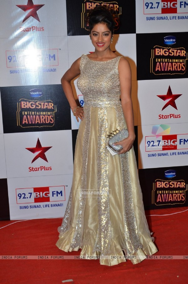 Deepika Singh poses for the media at Big Star Entertainment Awards 2014