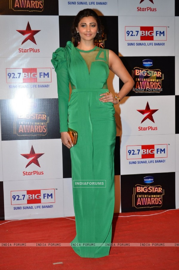 Daisy Shah poses for the media at Big Star Entertainment Awards 2014