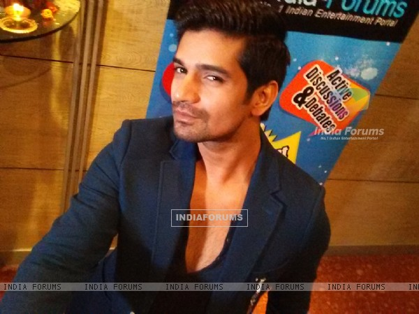 Vishal Singh clicks a selfie at India-Forums 11th Anniversary Bash