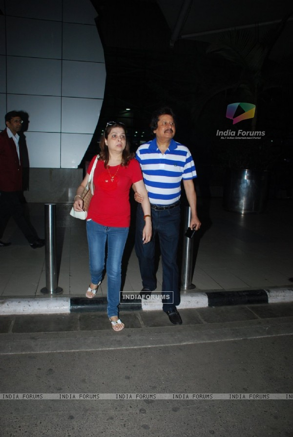 Pankaj Udhas with his wife Snapped at Airport