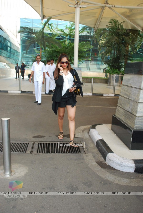 Bipasha Basu was snapped leaving Airport