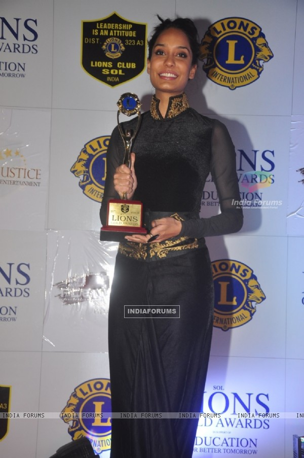 Lisa Haydon poses with her award at Lion Gold Awards